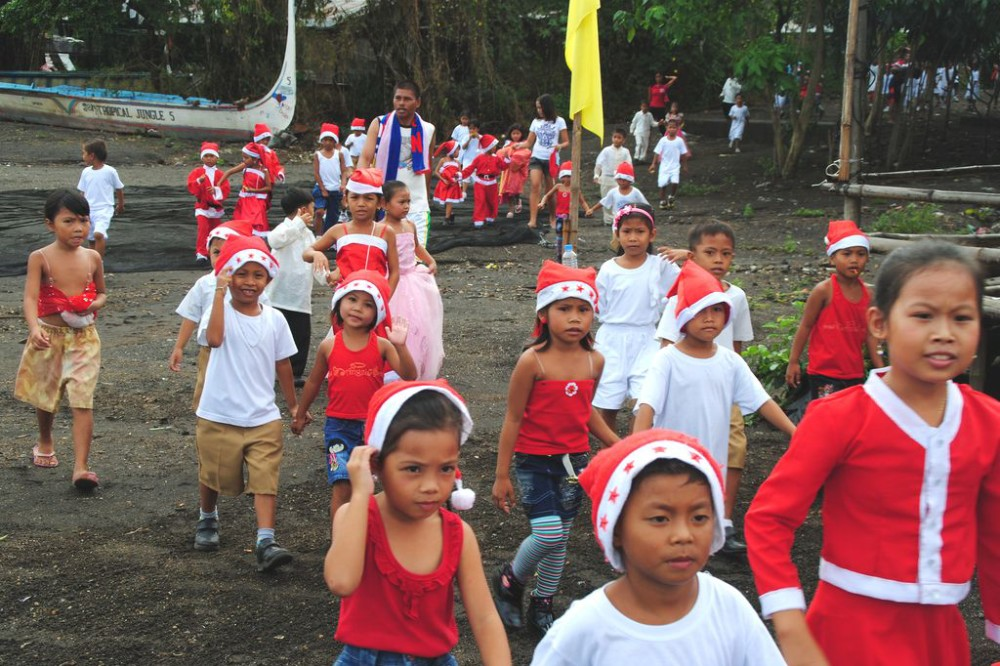 Children at Christmas in the Philippines