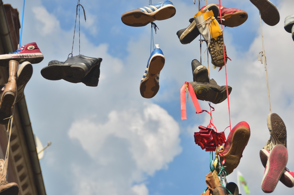 the world could call in and explain their own meaning, Bate highlights the different urban myths surrounding the practice of shoe-tossing, or shoefiti