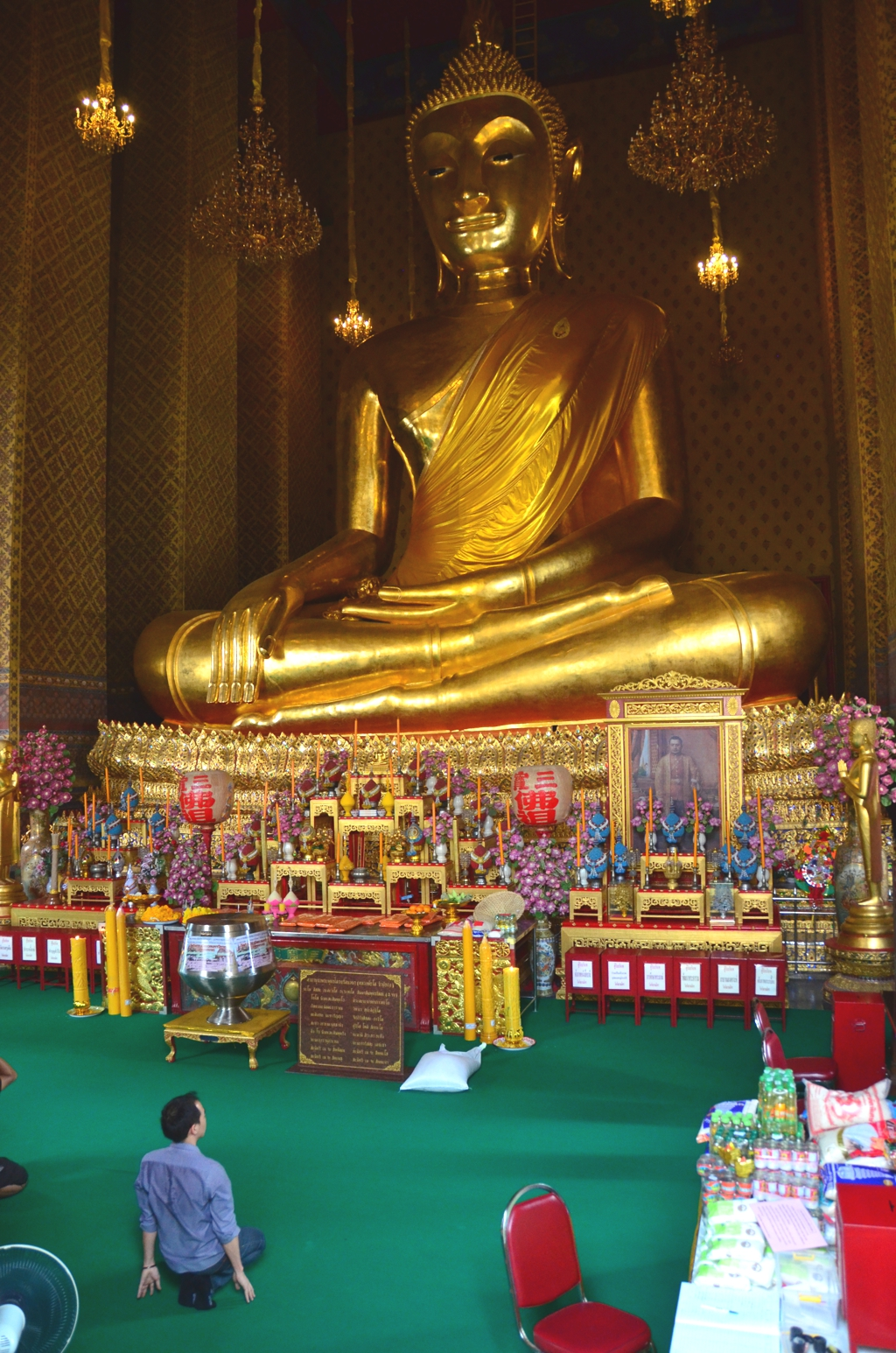 The Buddha image at Wat Kalayanamitr isn't very different from those you find elsewhere in Bangkok, but you're almost guaranteed to be the only Westerner here