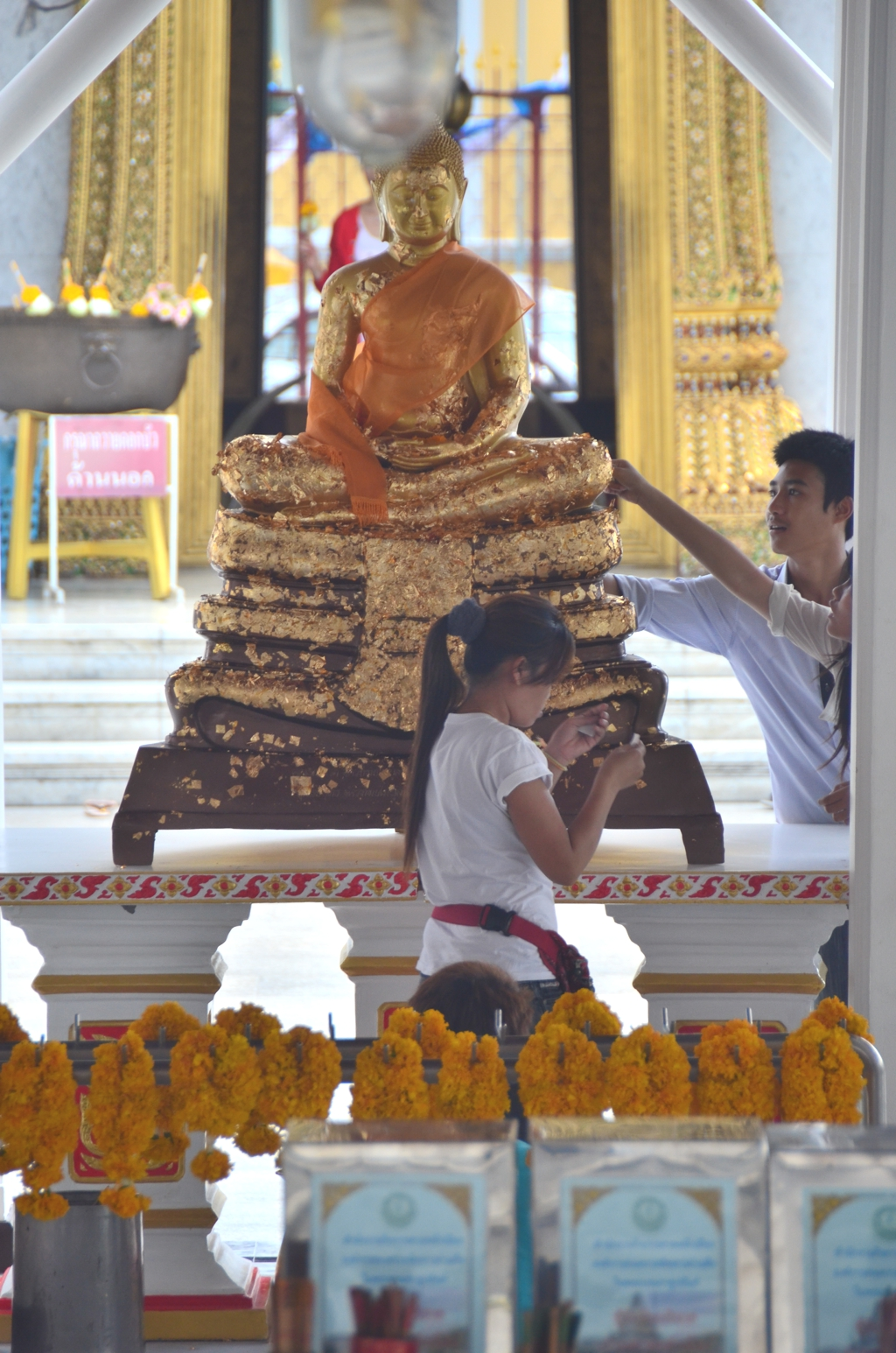 As is the case with many Buddhas in Southeast, the one at Wat Kalayanamitr is pretty with gold leaf by the faithful