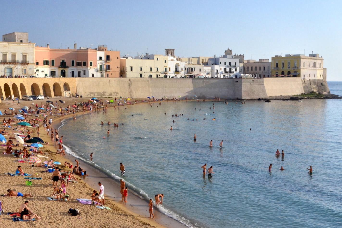 Puglia Crowds