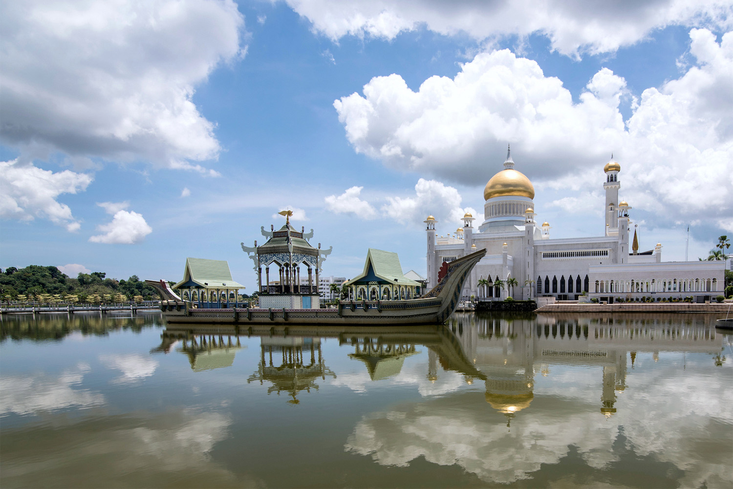 Sultan Ali Omar Saifuddin Mosque in Brunei